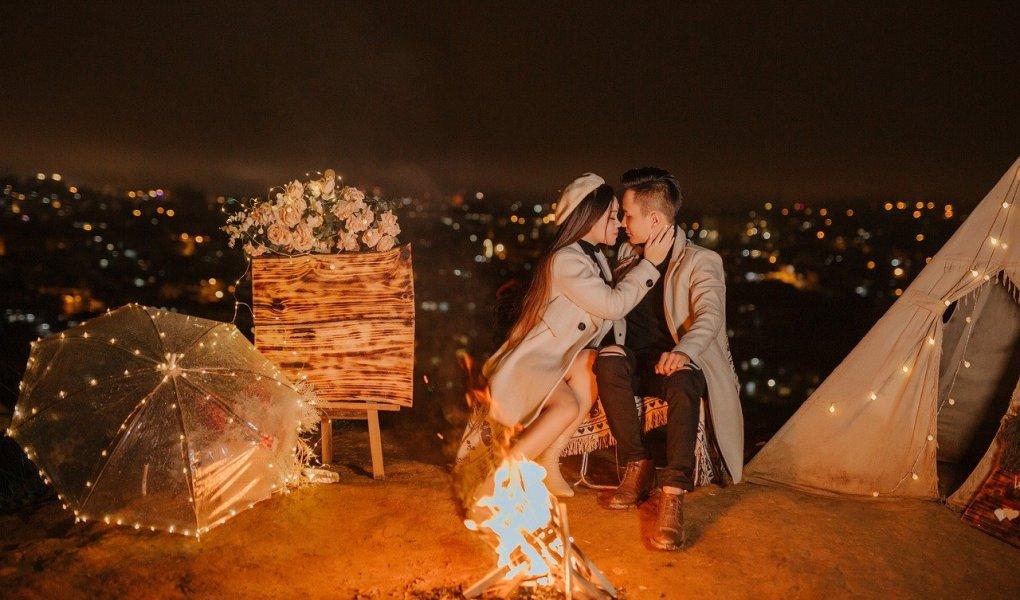 Couple Romantic Camping Lovers  - Gia_Han_Yeu / Pixabay