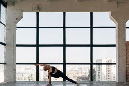Woman Yoga Windows Girl Female  - nasser336633 / Pixabay