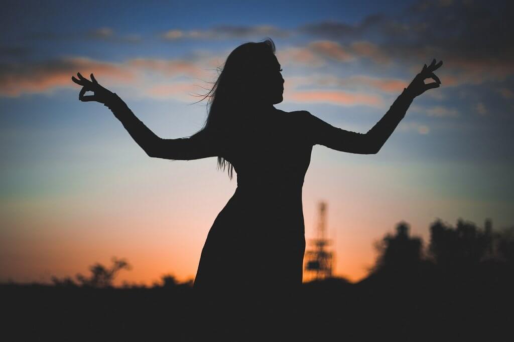 Silhouette Woman Sunset Female Sky  - lubovlisitsa / Pixabay